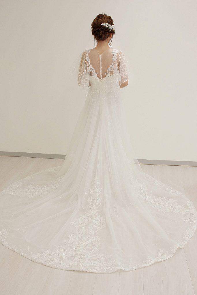 フレシア袖 ウェディングドレス バックスタイル