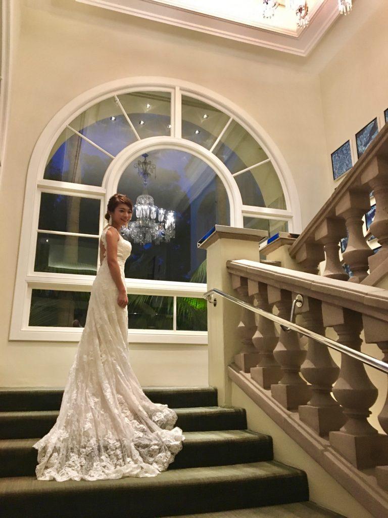 スレンダーライン バックレスドレス