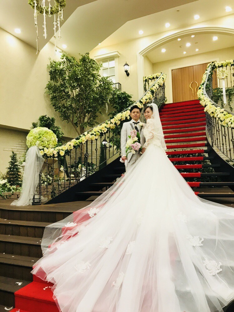 マーメイドドレス ロングトレーン 階段写真