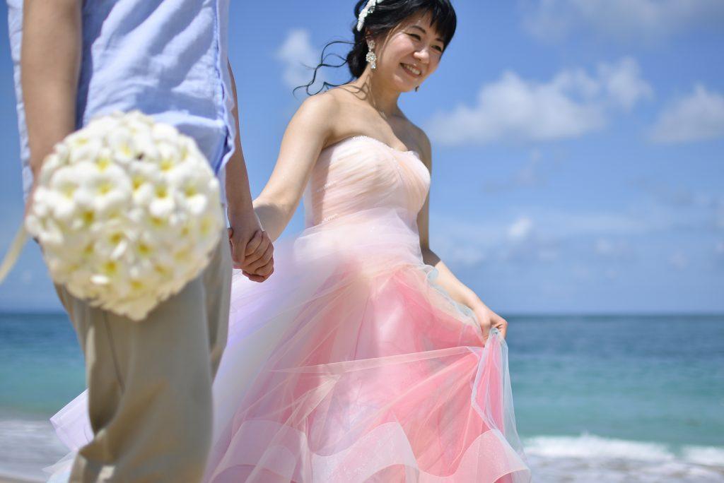 バリ島 アールイズ ブルーポイントバイザシー 結婚式 レインボードレス