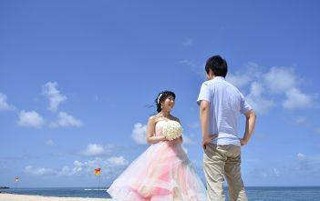 バリ島 アールイズ ブルーポイントバイザシー 結婚式 レインボードレス ビーチ撮影
