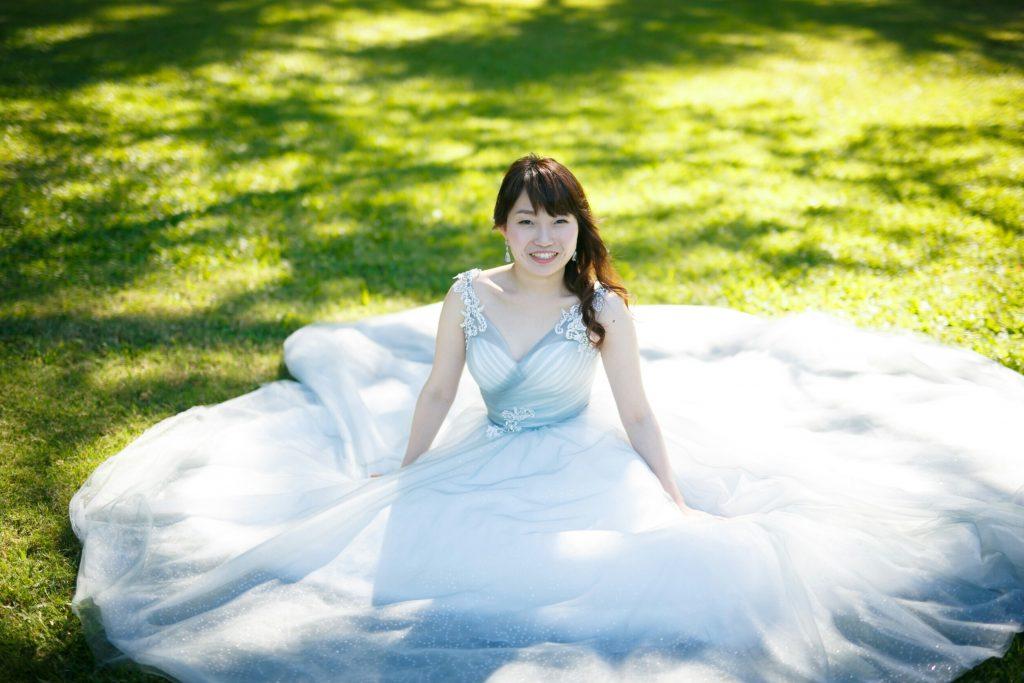 シルバーグレー ウェディングドレス 前撮り