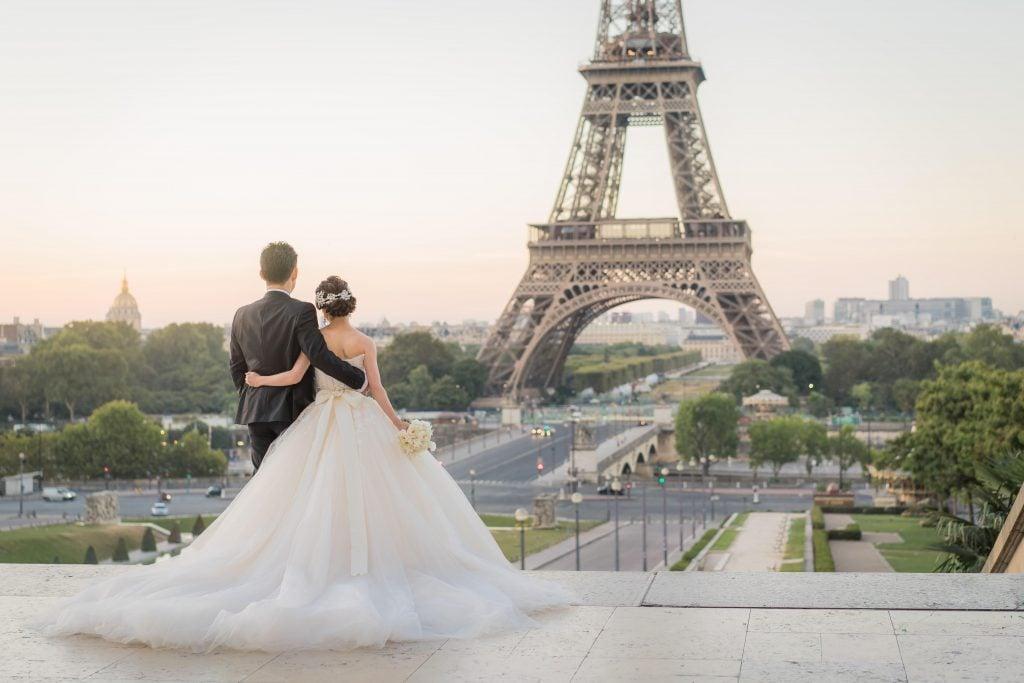 パリ挙式 エッフェル塔 プリンセスラインウェディングドレス