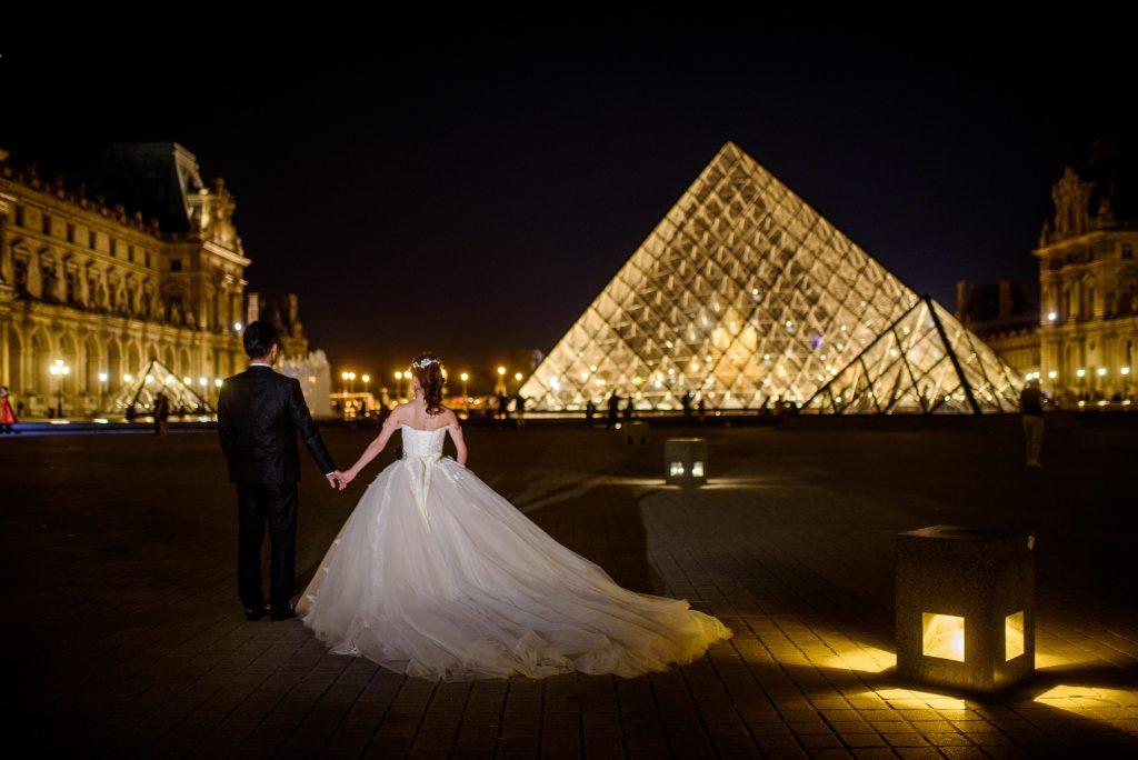 パリ挙式 夜景撮影 プリンセスラインウェディングドレス