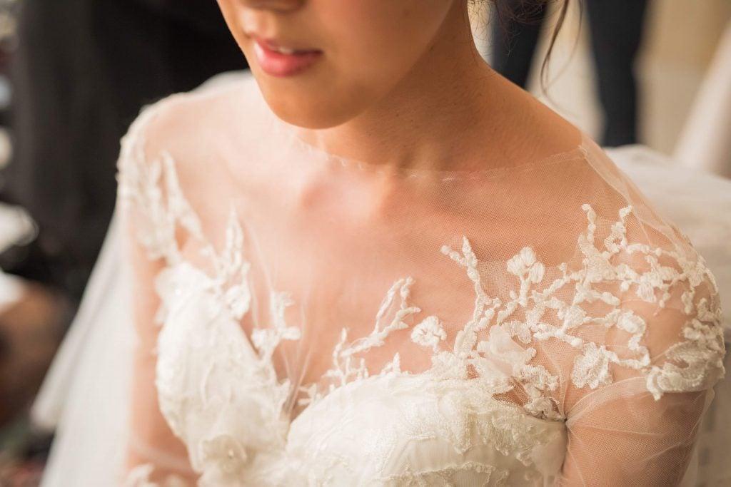 ウェディングドレス 花嫁デコルテをカバー