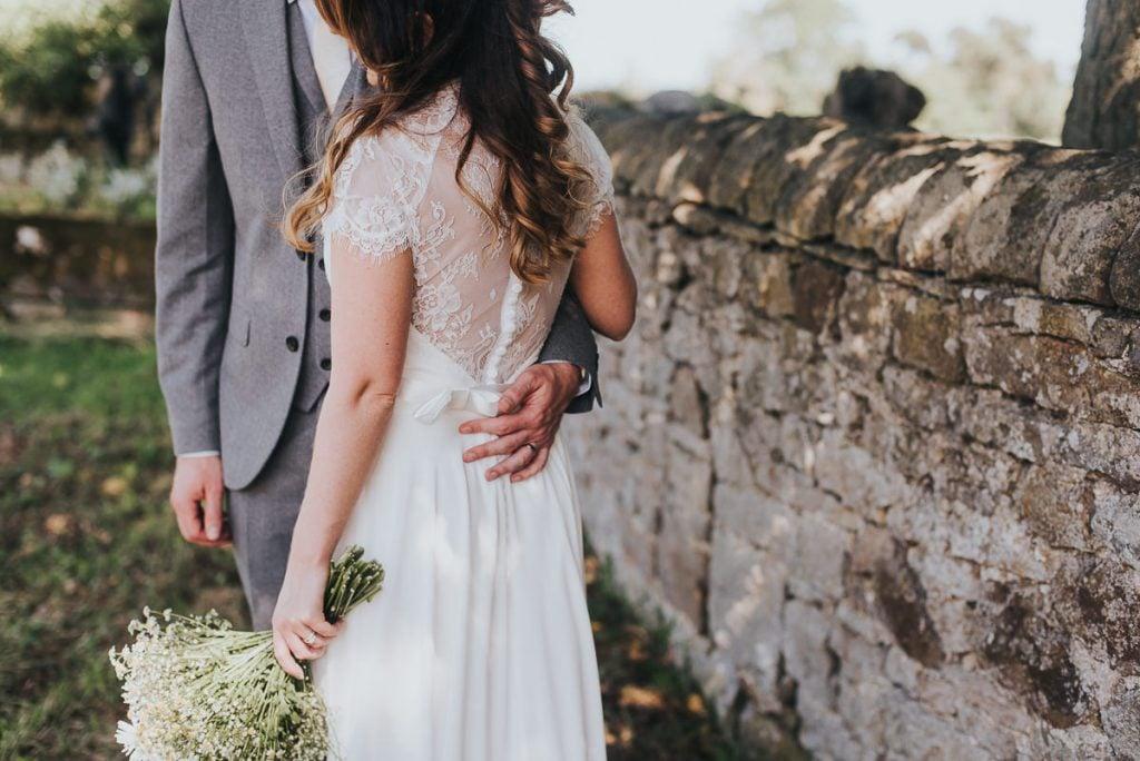 刺繍バックウェディングドレス ショート袖 可愛い