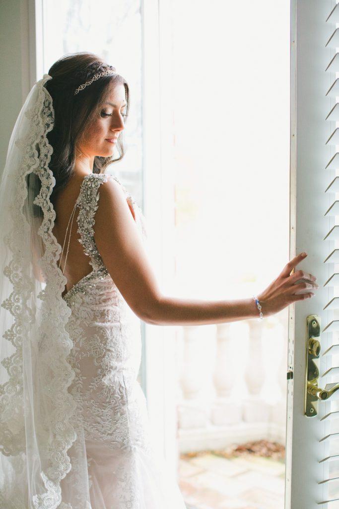 バックレスドレス 装飾付き マーメイドウェディングドレス