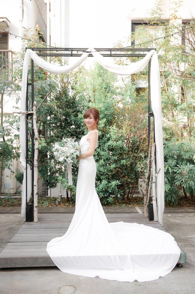 tenoha代官山 ガーデンウェディング バックレスウェディングドレス マーメイド
