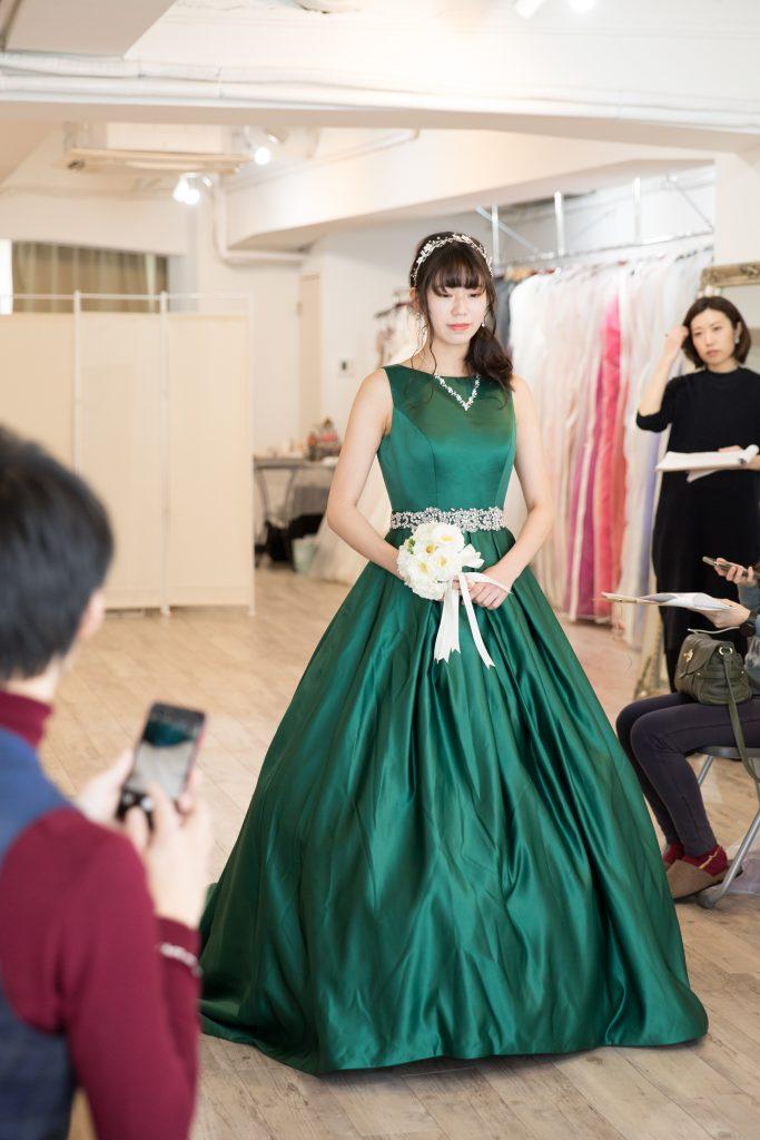 濃いグリーンドレス サテン サッシュベルト