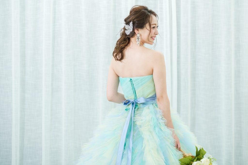 グラデーション カラードレス ヘアスタイル