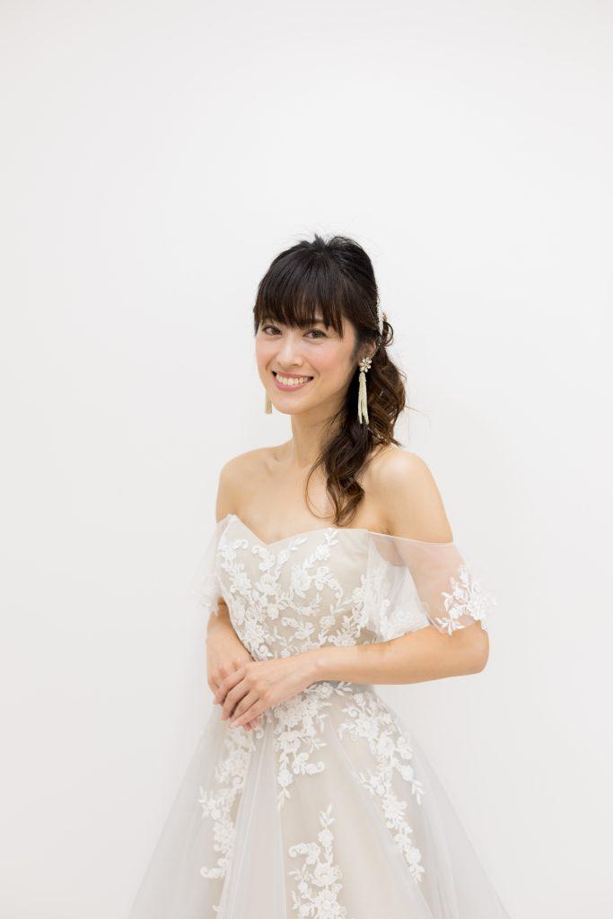 グレーウェディングドレス 新作ドレス 髪型