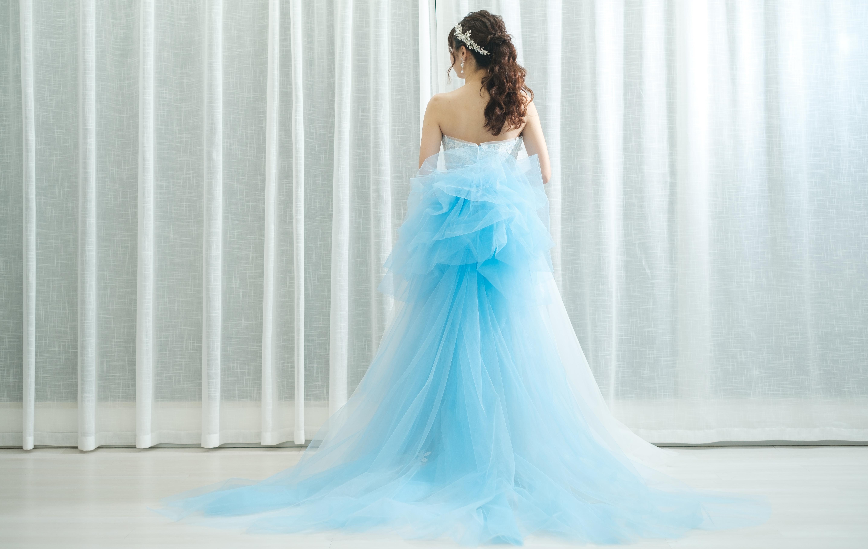 f08237101b65f 夏婚にぴったり!爽やかなデザインが魅力なカラードレス特集 - Cocomelodyマガジン