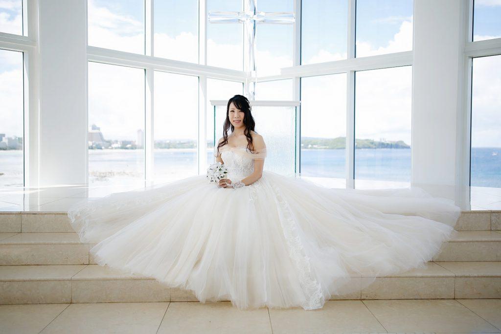 グアム クリスタルチャペル 挙式 プリンセスラインドレス
