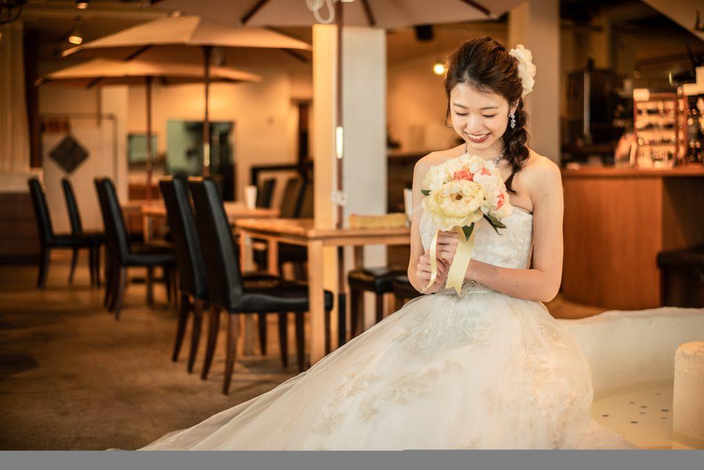 結婚式前撮り カフェ空間 ウェディングドレス おしゃれ