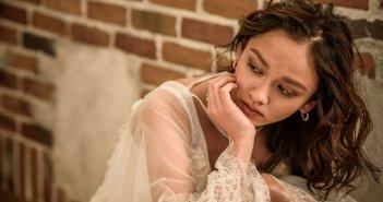 花嫁髪型 ミディアムヘア スレンダーラインドレス 袖付き