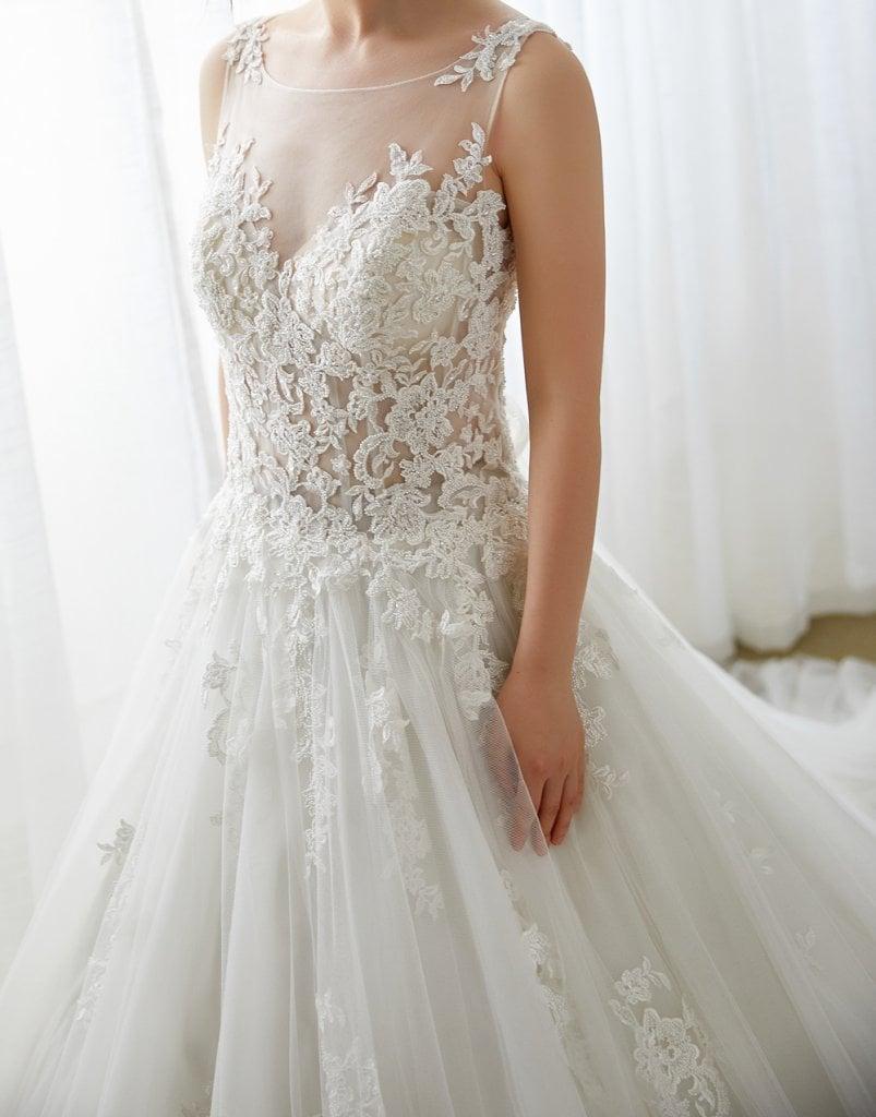 シースルー素材はウェディングでもトレンド おすすめドレスを紹介