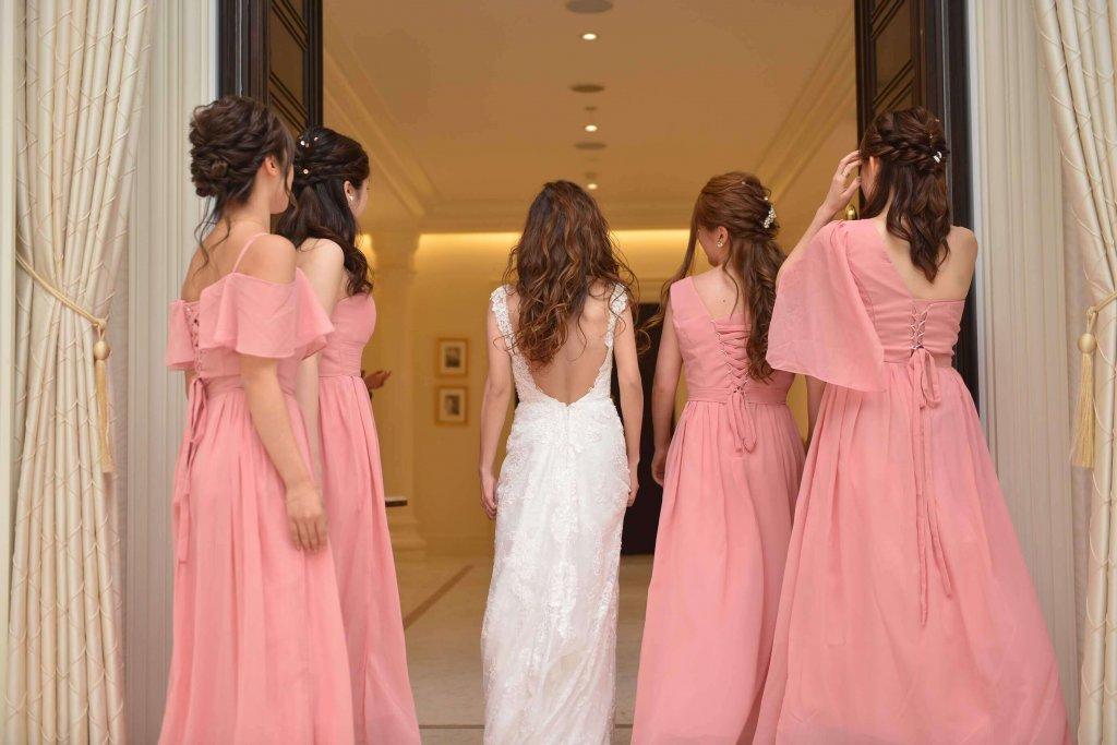 ベイサイド迎賓館松山 結婚式 バックレスウェディングドレス ブライズメイド