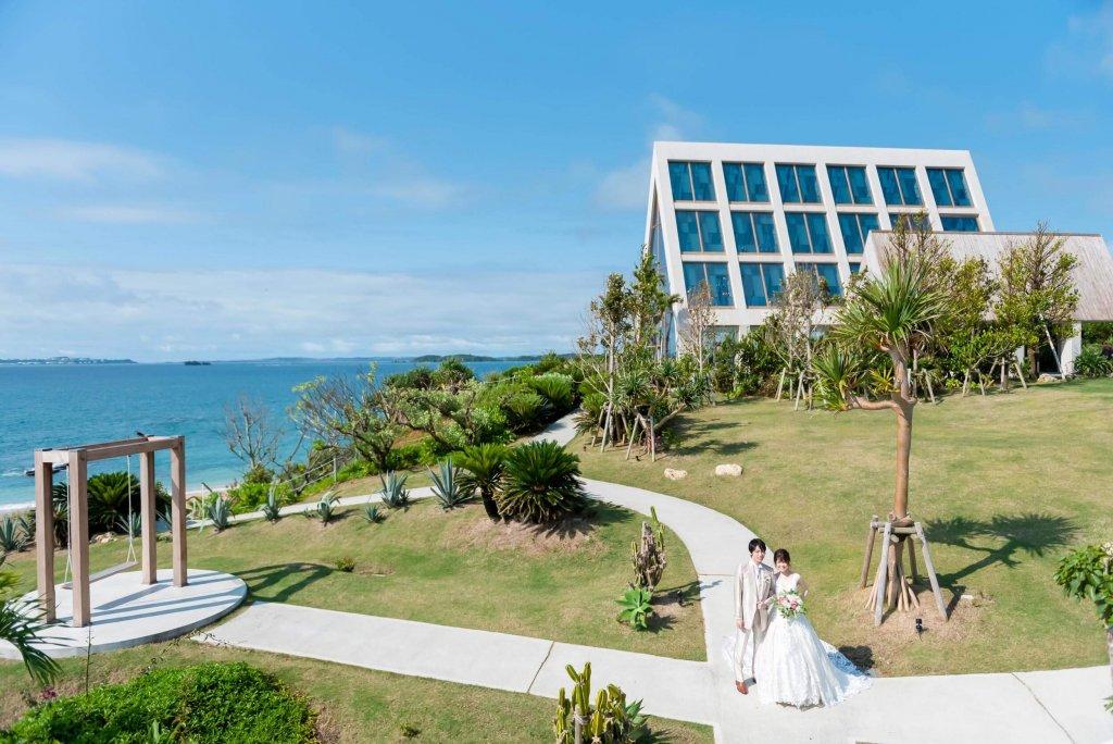 沖縄挙式 美らの教会 チャペル式 ウェディングドレス おしゃれ