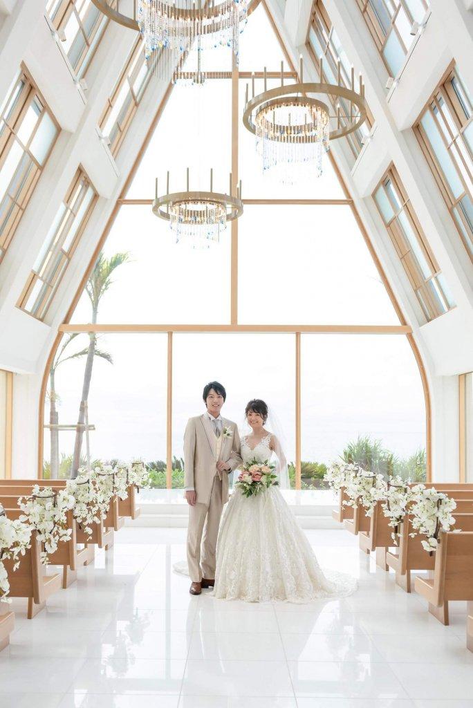 沖縄挙式 美らの教会 チャペル式 ウェディングドレス おしゃれ vネック