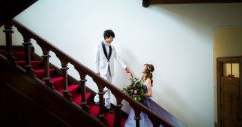 結婚式 新郎タキシード 白 おしゃれ