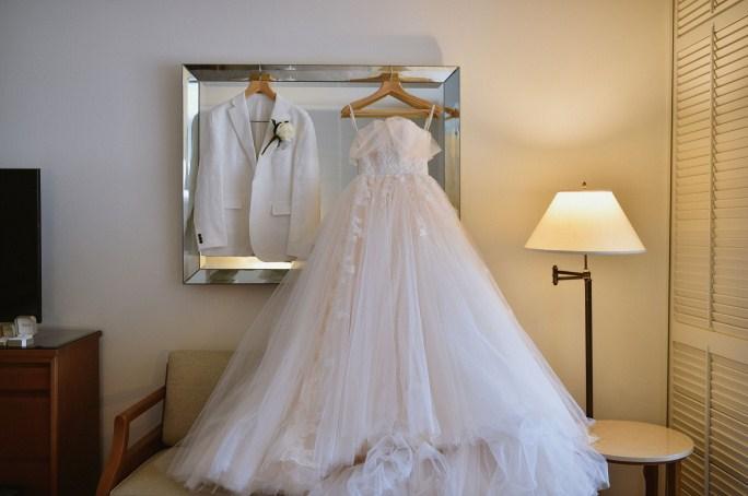 プリンセスオフショルダーウェディングドレス